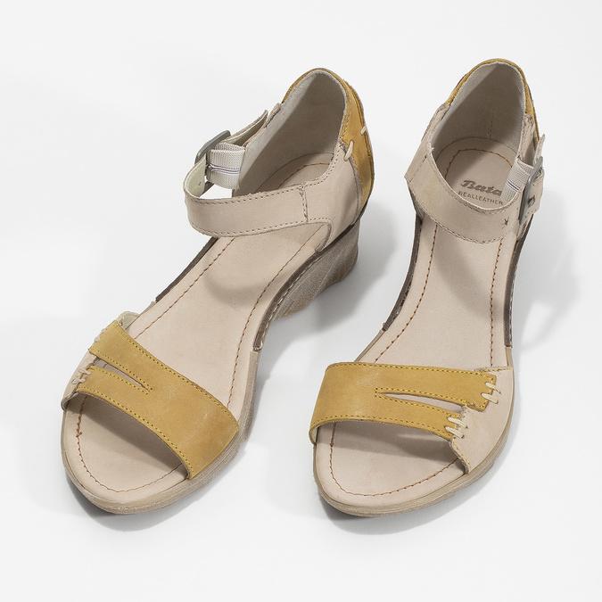 Kožené sandály na klínku bata, šedá, 626-2642 - 16