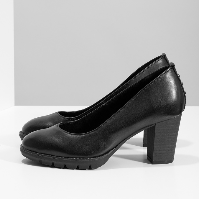 Kožené černé lodičky s kovovými cvoky pillow-padding, černá, 724-6657 - 16