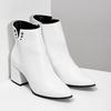 Bílé kotníčkové kozačky s kovovými cvoky bata, bílá, 791-1631 - 26