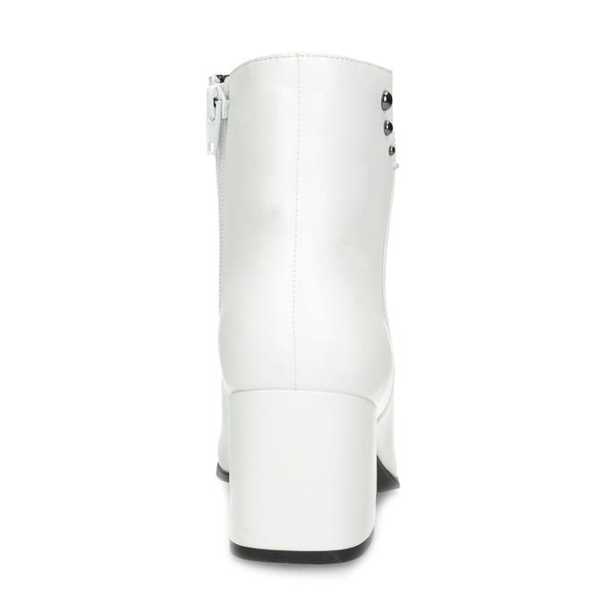 Bílé kotníčkové kozačky s kovovými cvoky bata, bílá, 791-1631 - 15