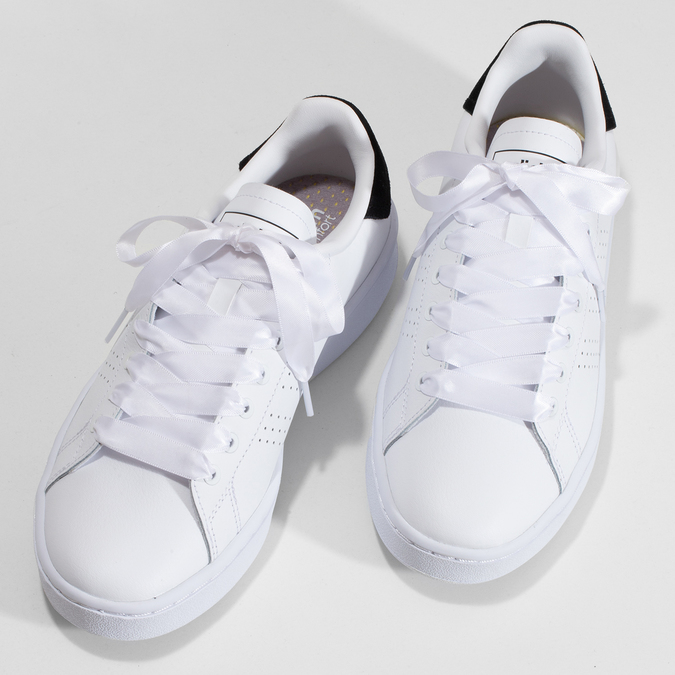 Dámské bílé ležérní tenisky s perforací adidas, bílá, 501-1231 - 16