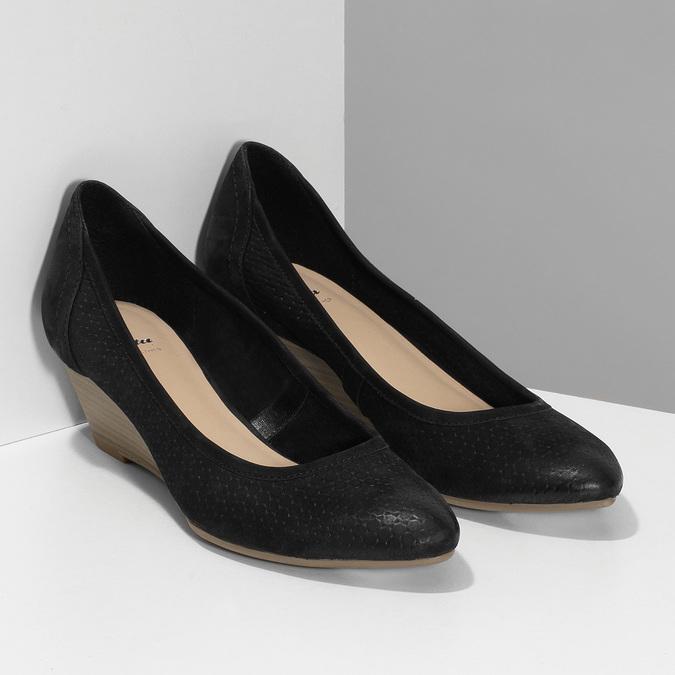 Černé kožené lodičky na přírodním klínku bata, černá, 626-6602 - 26